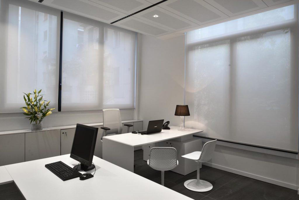Modell Quaver Top - Kombinierte Version - abschirmender Stoff mit verschiedenen Öffnungsfaktoren, abhängig von der Ausrichtung der Glasfenster.